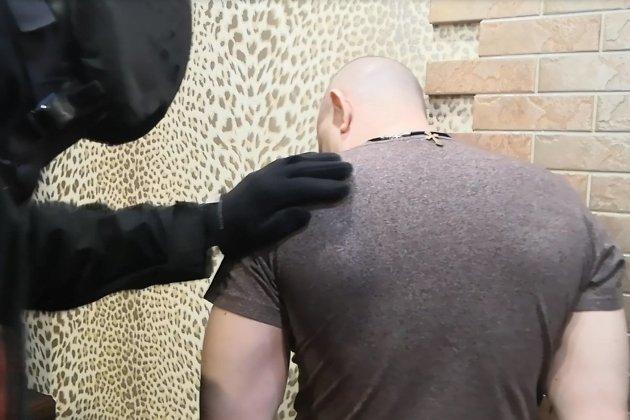 Виктор Беляев во время обыска