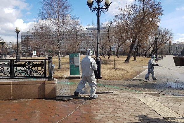 Весна 2020 года. В Иркутске проводят дезинфекцию улиц и скверов.