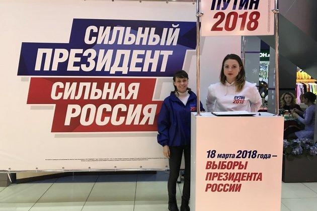 Активисты ОНФ начали собирать подписи вподдержку В.Путина