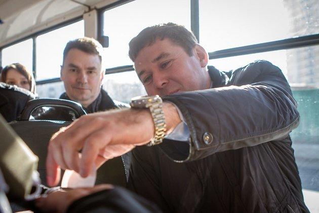 Министр территориального развития Виктор Паздников решил выбить билетик сам