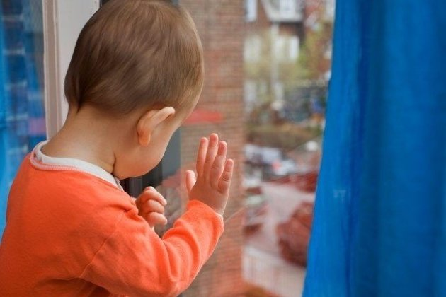 Четырёхлетняя девочка выпала изокна 2-го этажа вЧеремхово