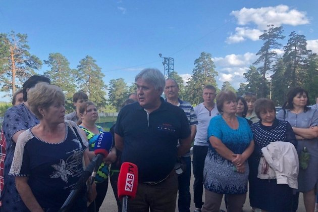 Директор Силикатного завода Андрей Никонов на встрече с жителями Антипихи