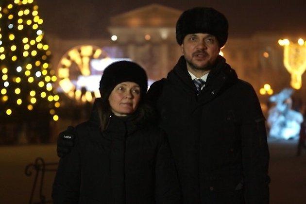 Глава Забайкалья Александр Осипов с супругой на площади Ленина в Чите в канун Нового 2020 года