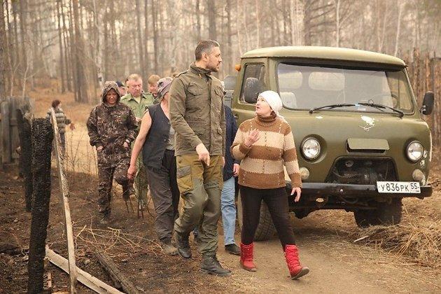 Губернатор Александр Осипов во время выезда на крупный лесной пожар