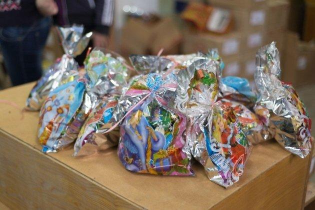 ВИркутске детям отимени губернатора подарили червивые конфеты