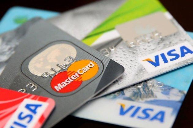 Путин подписал закон, противодействующий хищению денег сбанковских карт