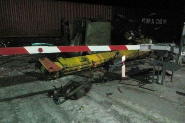 ВИркутской области автокран «Ивановец» попал под колёса поезда