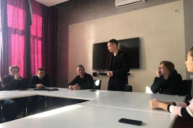 Максим Юсупов (выше всех) на встрече союза кинематографистов Забайкалья