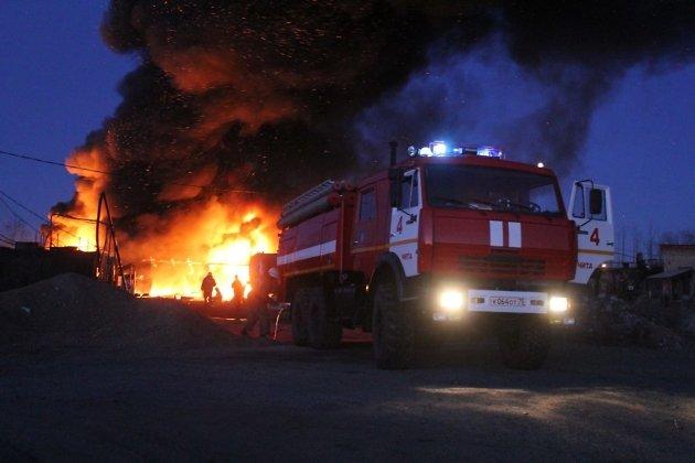 Пожар на битумном складе