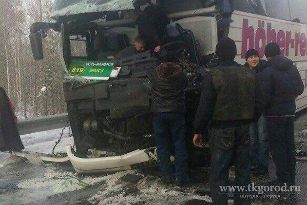 Автобус илесовоз столкнулись насевере Иркутской области, есть пострадавшие