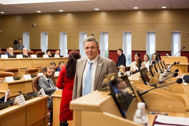 Член фракции КПРФ в ЗС Иркутской области Павел Сумароков