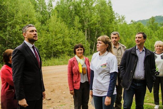 Врио губернатора Александр Осипов в командировке в Тунгокоченском районе. Осмотр Скалы Любви, где губернаторский проект