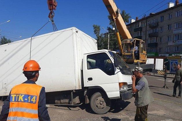 ТГК-14 вытащила провалившийся грузовик