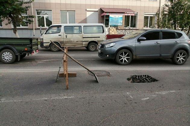 Провал асфальта на улице Богомягкова после обращения к Осипову, 18 сентября