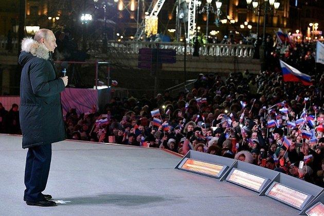 Владимир Путин на митинге на Манежной площади в Москве в ночь после выборов
