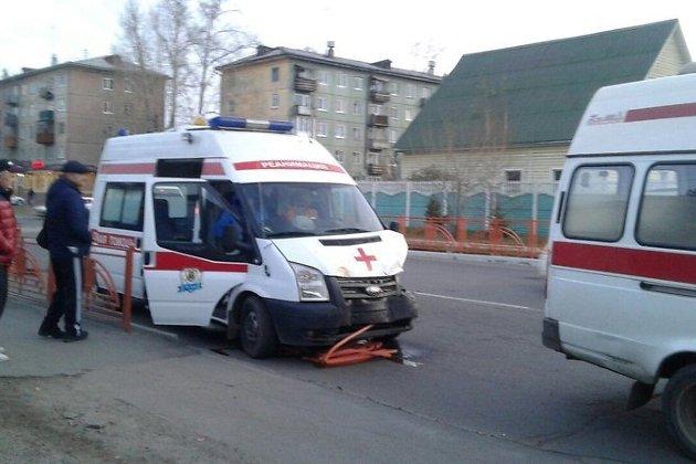 ВАнгарске машина скорой помощи врезалась взабор