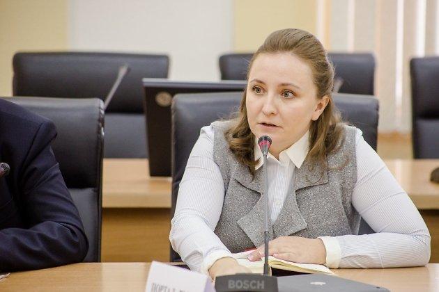 Наталья Макарова на первой пресс-конференции врио губернатора Александра Осипова, ноябрь 2018-го