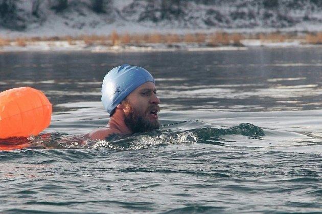 Иркутские моржи переплыли практически километровый участок Ангары