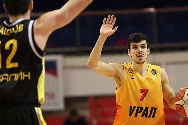 Сердар Аннаев (с мячом) в составе