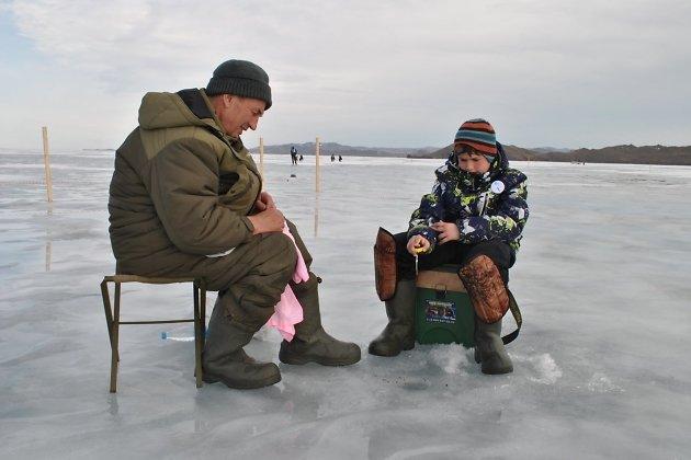 Детская зимняя рыбалка