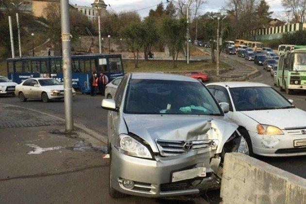 ВИркутске автобус №3 и Тойота наГлазковском мосту создали пробку