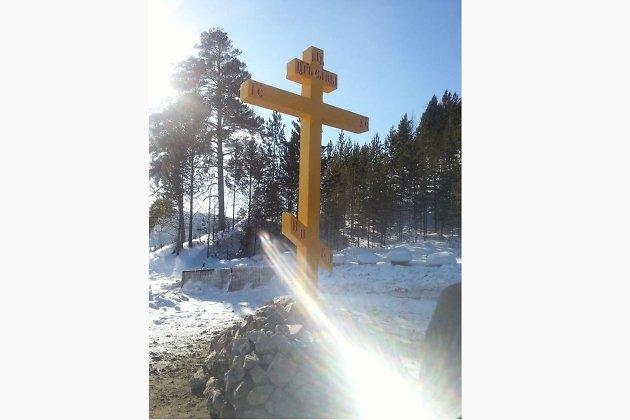 Крест, установленный в память о погибших паломниках