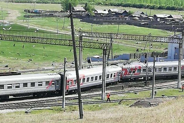 Сошедшие в Куэнге пассажирские вагоны