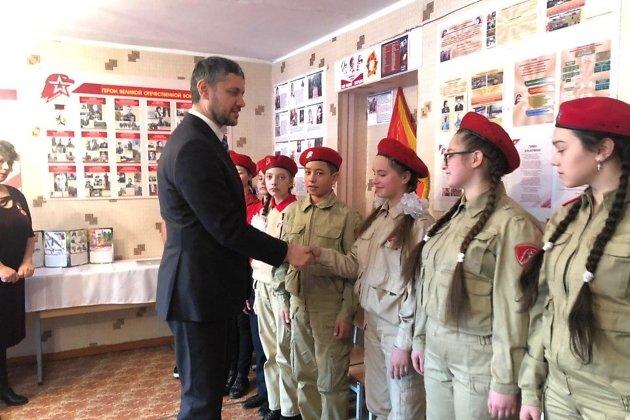 Глава Забайкалья Александр Осипов встречается с юнармейцами Горного