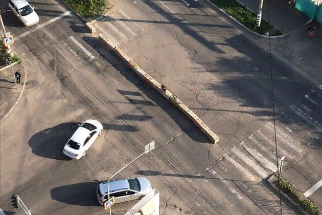 Частично перекрытое движение на пересечении улиц Бабушкина и Полины Осипенко в Чите