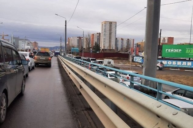 Пробка на Каштакском мосту