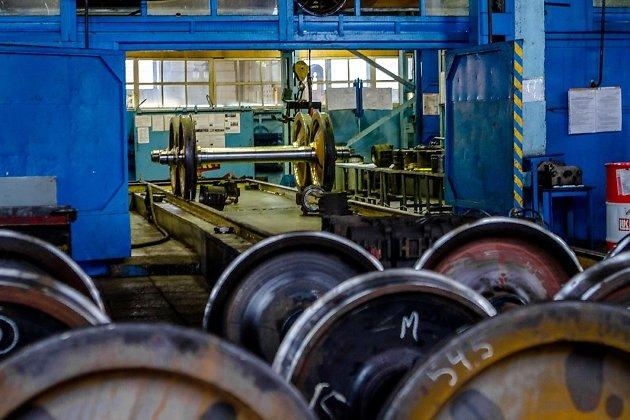 Колёсные пары в цеху по их ремонту