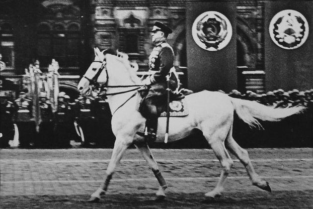 Маршал Г. К. Жуков принимает Парад Победы в Москве