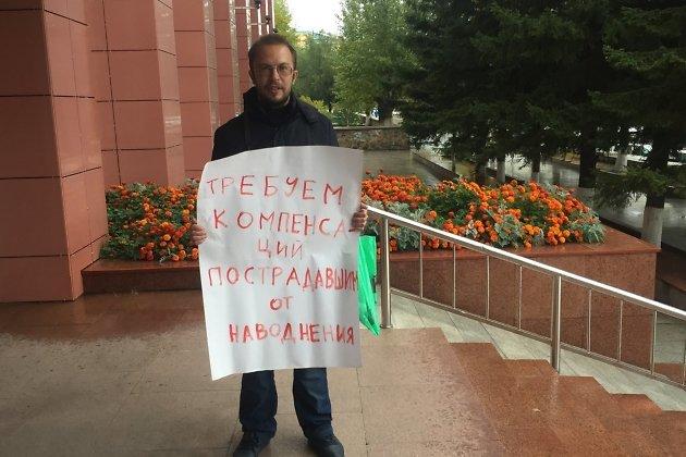 Михаил Попков под дверями краевой администрации