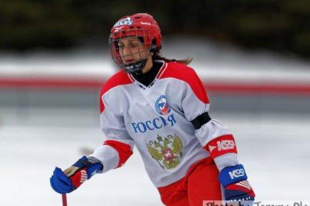 Женская сборная РФ похоккею смячом взяла сереброЧМ