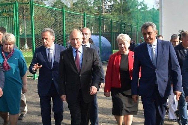 Вице-премьер Виталий Мутко, президент Владимир Путин и полпред в СФО Сергей Меняйло