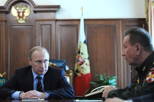 Президент РФ Владимир Путин с главнокомандующим Росгвардии Виктором Золотовым