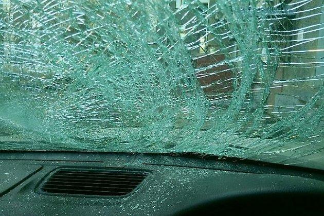 Глыба льда упала  скрыши на Хонда  вцентре Иркутска