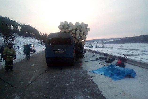 ДТП с маршруткой и лесовозом
