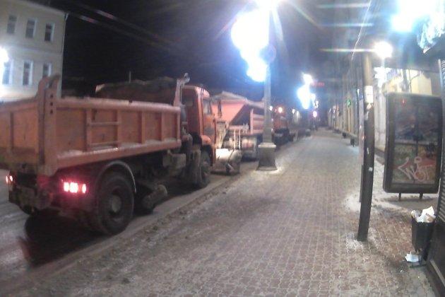 Стоянка техники на улице Ленина