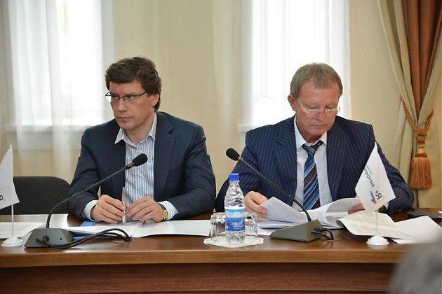 Депутаты Законодательоного собрания Эдуард Дикуов и Владимир Чеботарев