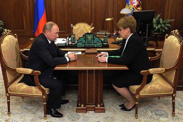 Владимир Путин представляет врио губернатора Забайкальского края Наталью Жданову, 2016 год
