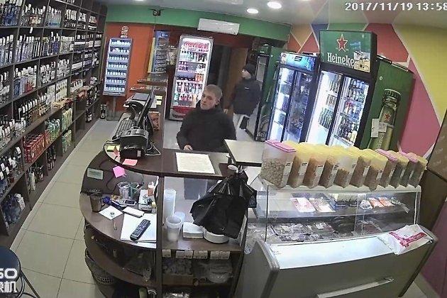 Кадры видеозаписи с подозреваемыми