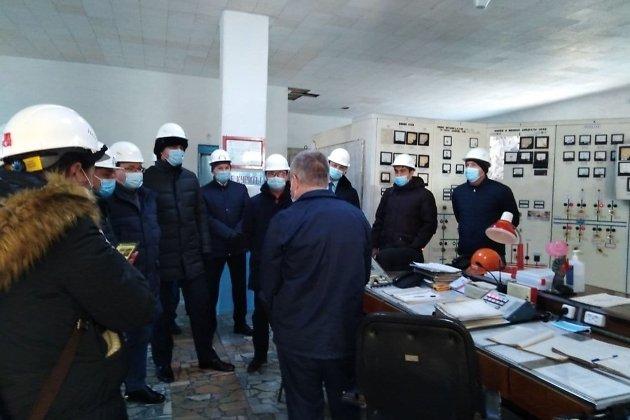 Министр ЖКХ России Владимир Якушев говорит с работниками ЗабТЭК