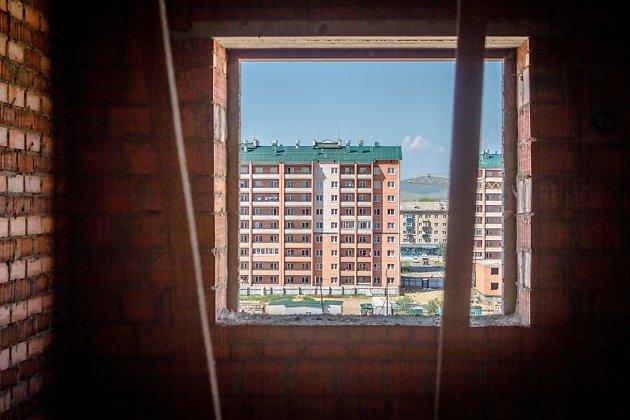 Вид из окна строящегося для переселенцев домов