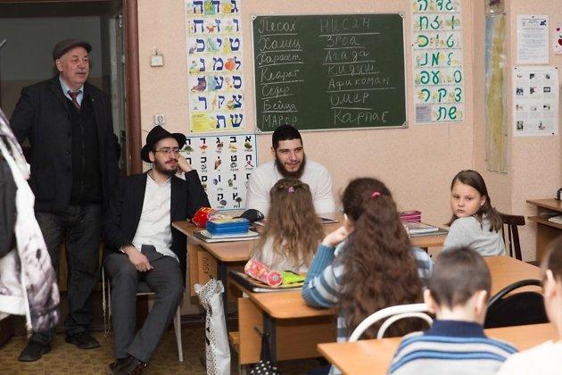 Давид - слева, Рафаэль - справа