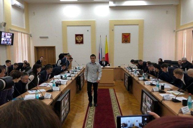 Павел Шинков (в центре)
