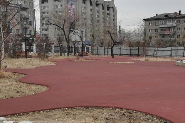 Место возведения детской площадки на площади Декабристов в Чите