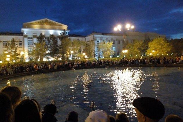 Неработающий фонтан вечером 31 мая