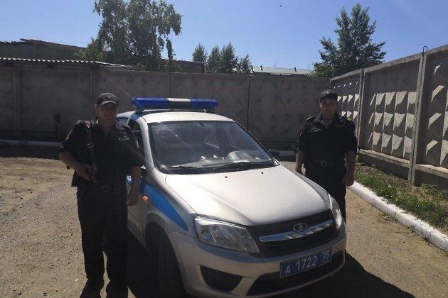 Прапорщик Евгений Веселков и сержант Алексей Абдулин