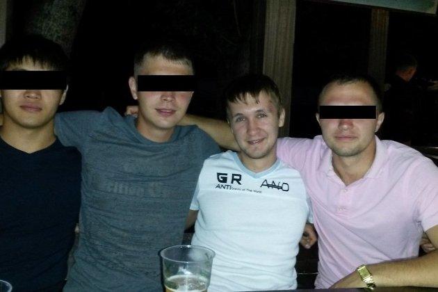 Александр Щебеньков-младший (третий слева)